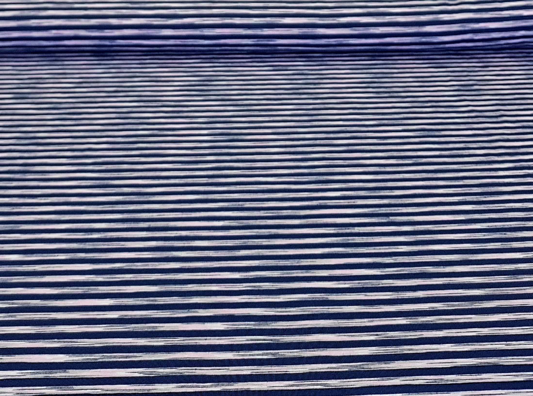 bedruktetricotmetstreepdonkerblauwroze-min
