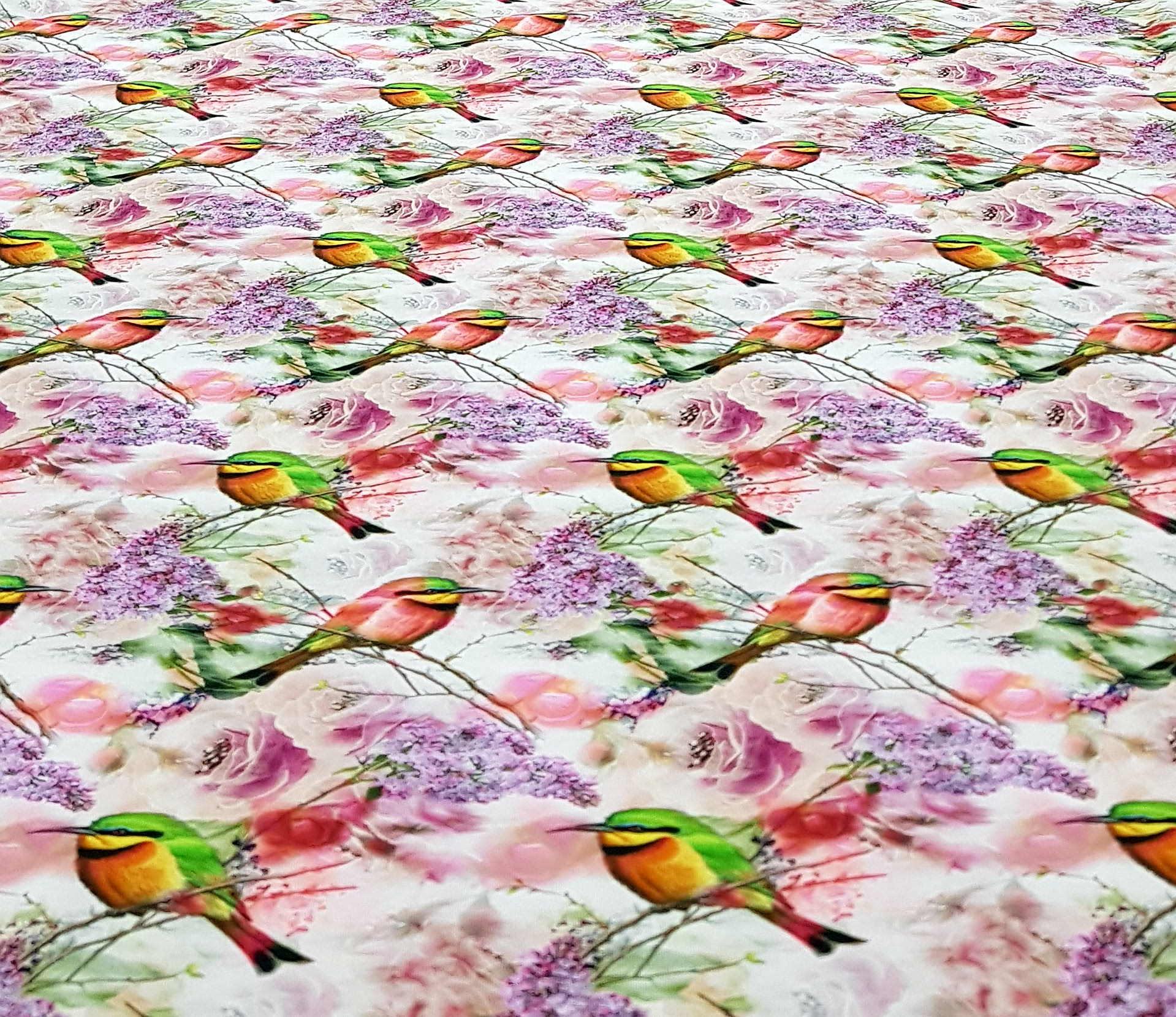 digitaletricotgekleurdevogelswitpaars